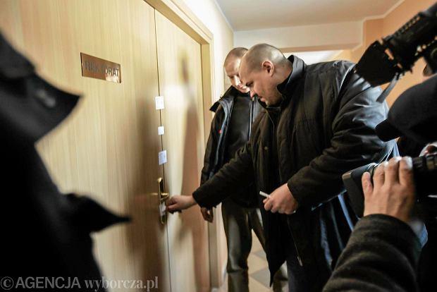 Komornik sądowy zdejmuje plomby z pomieszczeń dziekanatu, administracji i kwestury Europejskiej Szkoły Wyższej w Sopocie