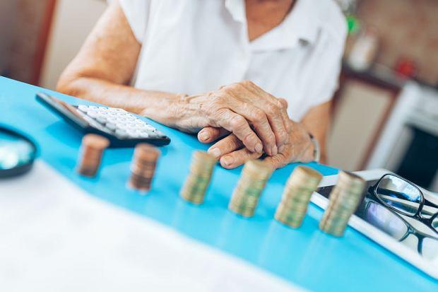 Leki za darmo, bezpłatne badania i przejazdy komunikacją publiczną? Sprawdź, na jakie ulgi mogą liczyć seniorzy