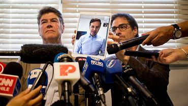 Od lewej: James Hamilton, Juan Carlos Cruz (na tablecie) i Jose Andres Murillo - ofiary wykorzystanie seksualnego. Oskarżają chilijski  Kościół o ukrywanie i tuszowanie gwałtów, jakich dopuścił się wobec nich (gdy byli jeszcze dziećmi) ks. Fernando Karadima w jego parafii El Bosque w stolicy kraju.