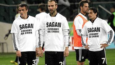 """Piłkarze Legii w koszulkach """"Sagan czekamy na ciebie"""""""