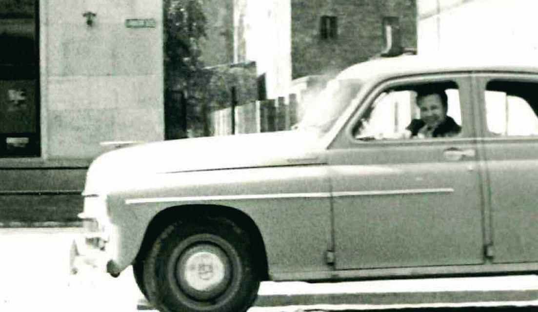 Ojciec Fotografa w należącym do resortu samochodzie warszawa M-20, przełom lat 50. i 60. (archiwum rodzinne Fotografa)