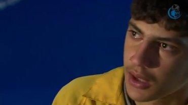 Zahaia Al-Ravi płacze podczas wywiadu dla BBC.