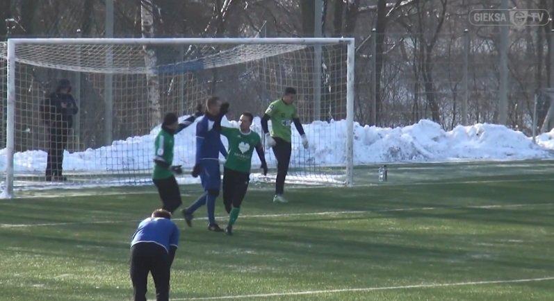 Sparing w Kamieniu. GKS Katowice - Polonia Bytom 5:0. Trzeciego gola strzelił Grzegorz Goncerz