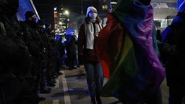 Strajk kobiet - w Dzień Kobiet.  Sprzeciw wobec zaostrzenia prawa aborcyjnego.  Warszawa, 8 marca 2021 r