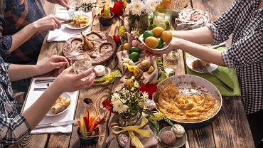 :Home,Holiday,Friends,Or,Family,At,The,Festive,Easter,Table