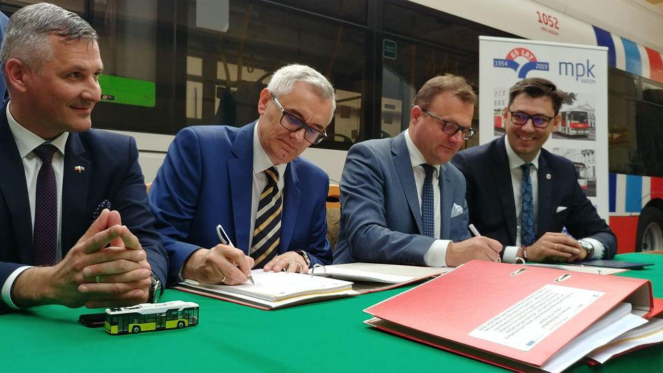 Podpisanie umowy na dostawę do Radomia dziesięciu elektrycznych autobusów Solaris