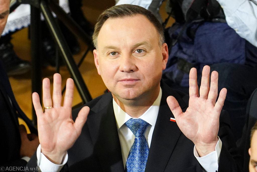 Prezydent Andrzej Duda podczas spotkania z mieszkańcami w Szkole Muzycznej w Szczytnie w marcu 2020 r.