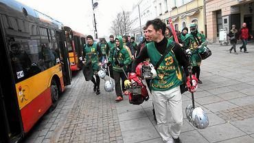 Grom zorganizował Warszawski Dzień Lacrosse i na mecz na Bemowo pojechał z Krakowskiego Przedmieścia autobusem 180.