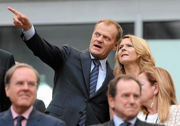 Donald Tusk z żoną Małgorzatą na meczu Hiszpania - Włochy
