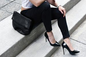 Spodnie skinny - dla kogo i jak nosić, by podkreśliły atuty sylwetki?