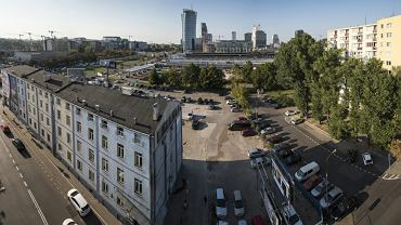 Budynek biurowy dawnej wytwórni kotłów Bormann, Szwede i S-ka i parking w miejscu fabryki, gdzie spółka Srebrna 26 chce zbudować 190-metrowy wieżowiec