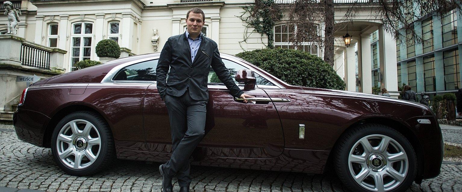 Autor i Rolls-Royce Wraith (fot. Konrad Konstantynowicz)