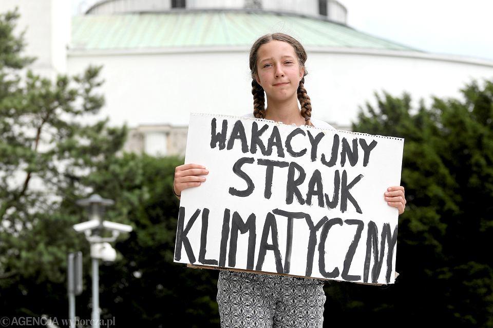 13-latka broni klimatu przed Sejmem.