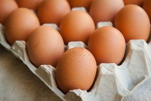 Skorupki jaj mogą naprawdę pomóc w naprawianiu kości. Proszek trzymaj w lodówce i po gramie dziennie