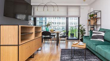 Stylowe mieszkanie w kamienicy łączy styl loftowy z klasycznym