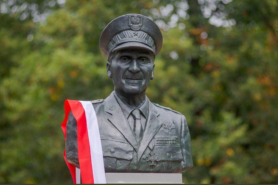 Odsłonięto pomnik generała Zbigniewa Ścibora-Rylskiego