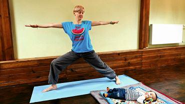 Ćwiczenia jogi nie tylko usprawniają mięśnie, ale także pozwalają się zrelaksować.
