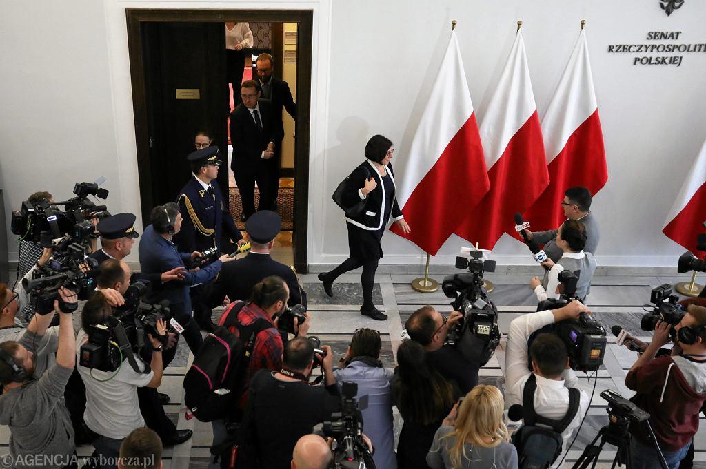 Ambasador Izraela w Polsce Anna Azari - wychodzi poirytowana, po spotkaniu z marszalkiem Senatu Stanisławem Karczewskim (ws. pisowskiej nowelizacji ustawy o IPN). Warszawa, Senat, 31 stycznia 2018