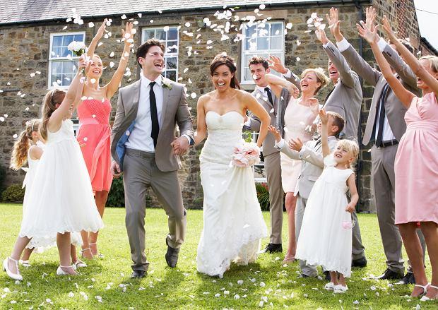 Jak się ubrać na wesele nosząc duże rozmiary?