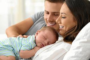 Jak wygląda sen waszego niemowlaka? Poznaj opinie matek i ojców