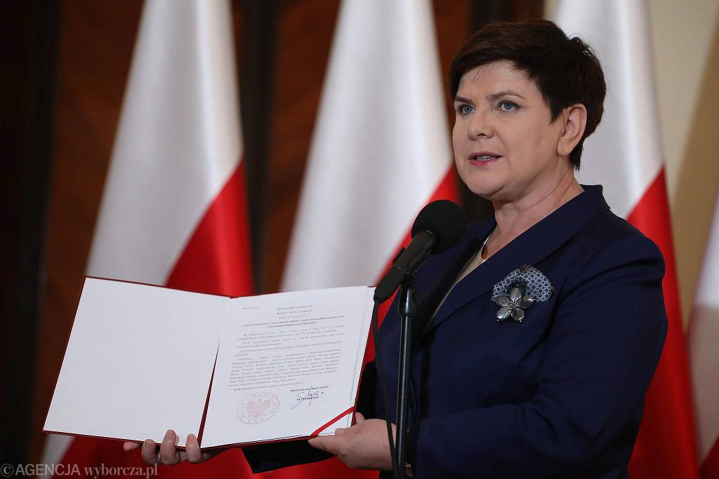 Premier Beata Szydło podczas uroczystego podpisania rozporządzenia rządu w sprawie utworzenia Górnośląsko-Zagłębiowskiej Metropolii. Warszawa, KPRM, 29 czerwca 2017