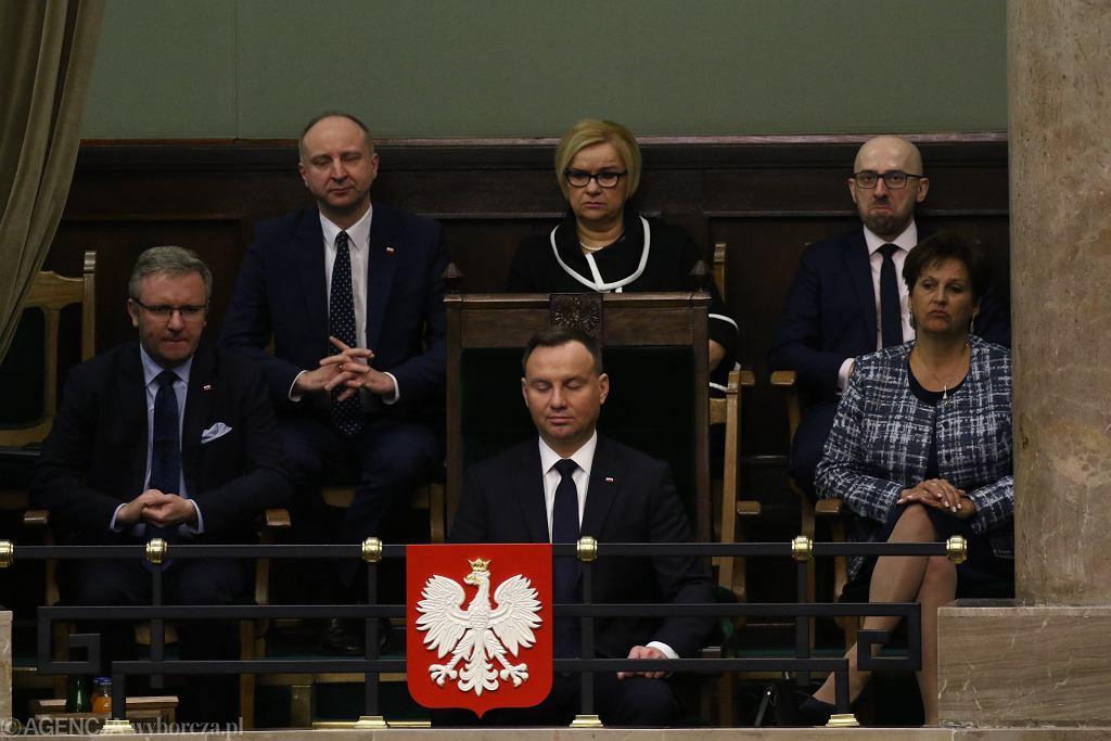 Na zdjęciu od lewej: Krzysztof Szczerski , Wojciech Kolarski, Grażyna Ignaczak-Bandych , prezydent Andrzej Duda , Krzysztof Łapiński i Halina Szymańska.