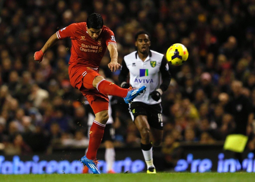 Luis Suarez w meczu z Norwich
