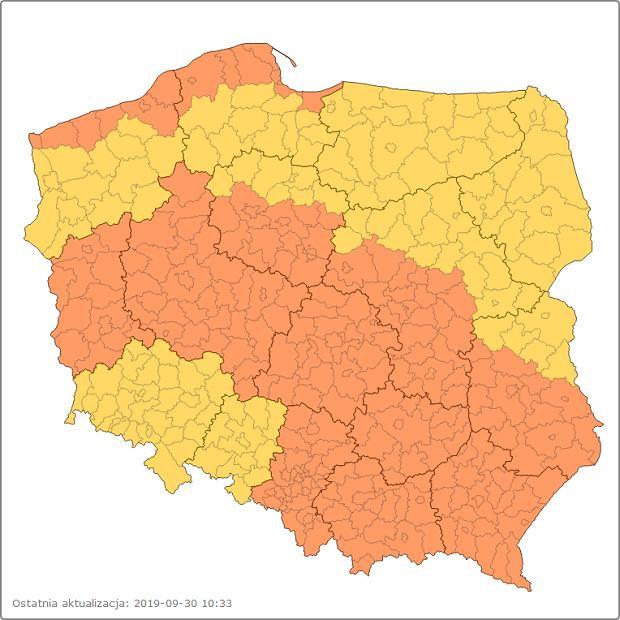 Mapa IMGW z ostrzeżeniami dla całej Polski. Kolor żółty oznacza ostrzeżenia 1. stopnia, kolor pomarańczowy to 2. stopień