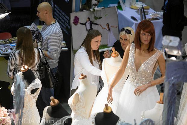 Zdjęcie numer 41 w galerii - Wizażyści, cukiernicy, pokazy mody i konkursy. Pierwszy dzień targów ślubnych Ona & On [ZDJĘCIA]