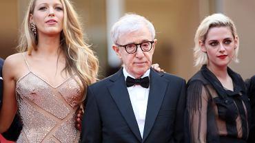 """11 maja wystartował 69. festiwal filmowy w Cannes. Na Lazurowe Wybrzeże przyjechały już pierwsze gwiazdy - przez czerwony dywan przemaszerowali członkowie jury z Geogrem Millerem na czele oraz obsada filmu """"Cafe Society"""" Woody'ego Allena. <br><br> Blake Lively, Woody Allen i Kristen Stewart na festiwalu filmowym w Cannes 2016"""
