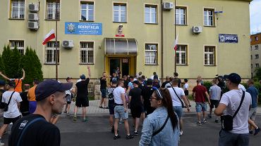 Zamieszki pod komisariatem w Lubinie
