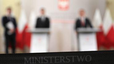 Kim były osoby oskarżane o związek z mafią VAT powiązane w przeszłości z Ministerstwem Finansów?