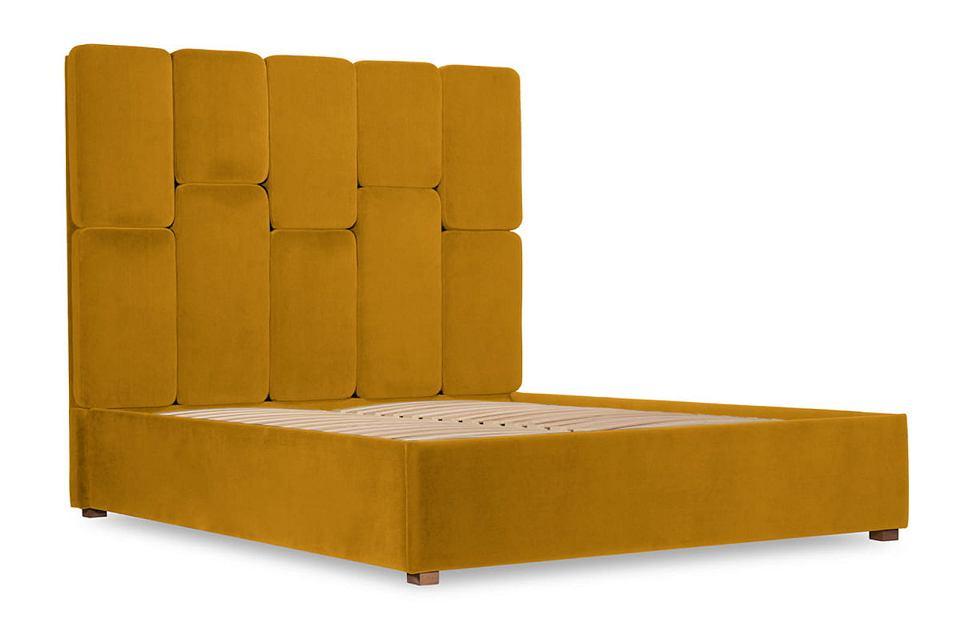 Łóżko tapicerowane Snodroppe w kolorze musztardowym.