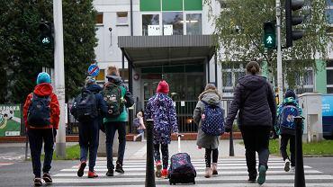15.10.2020, Warszawa, dzieci w drodze do szkoły