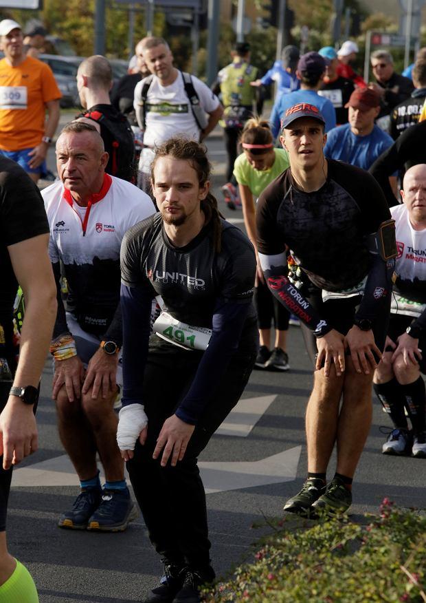 Zdjęcie numer 89 w galerii - Ponad 1200 biegaczy na starcie 37. Toruń Maraton, wygrał Łukasz Oskierko [ZDJĘCIA]