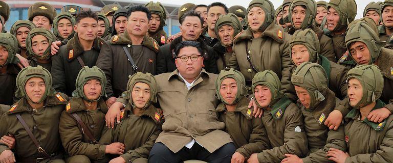 """Kim Dzong Un na ćwiczeniach wojskowych. """"Symulowane warunki wojenne"""""""