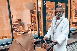 """Barbara Kurdej-Szatan pokazała zdjęcie ze spaceru. """"To ile masz wózków?"""""""
