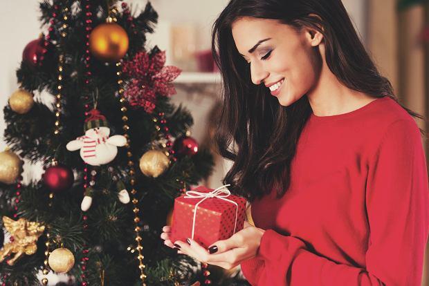 Eleganckie sukienki marki Makover w świątecznych kolorach. Mamy perełki!
