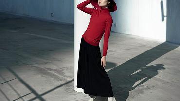 spódnica plisowana, zdjęcie ilustracyjne