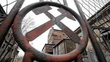 Symbole górnicze i zabudowania nieistniejącej już kopalni Saturn, która działała na terenie Sosnowca i Czeladzi