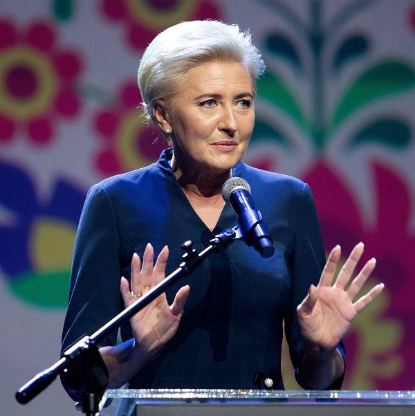 Pierwsza dama Agata Kornhauser-Duda podczas gali finałowej konkursu Kobieta Gospodarna Wyjątkowa w 2020 r.