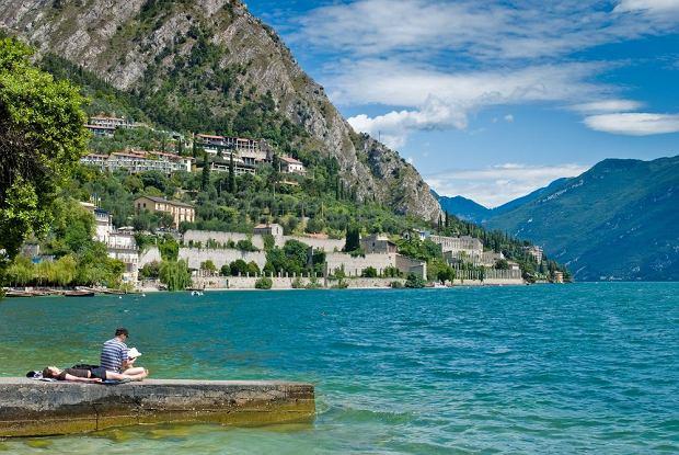 Letni dzień nad włoskim jeziorem Garda / fot. Shutterstock