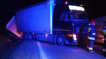 Kierowca ciężarówki szalał na Podkarpaciu. Wymuszał pierwszeństwo, 'kosił' znaki drogowe