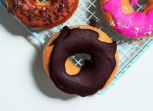 Donuty z borówkami zpolewą czekoladową - ugotuj
