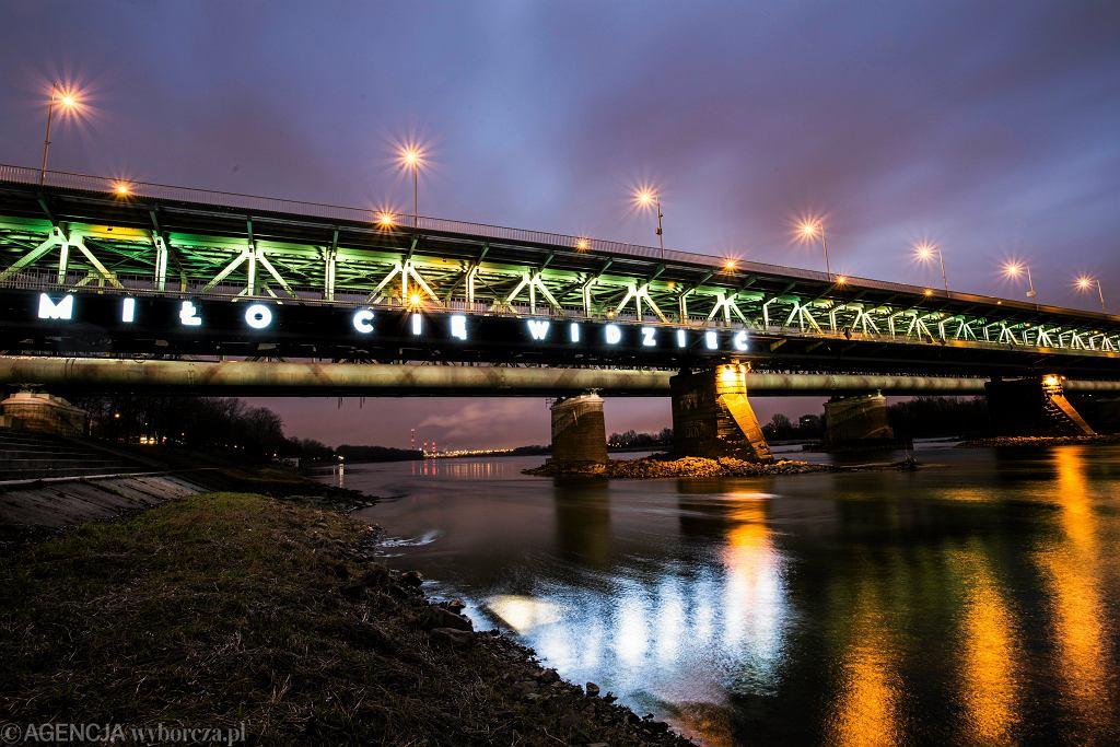 Neon 'Miło Cię Widzieć' na moście Gdańskim