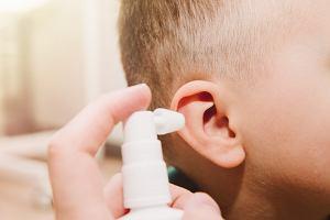 Jak odetkać ucho? Są na to różne sposoby