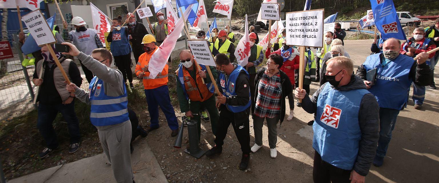 Protest pracowników świnoujskiej części Stoczni Remontowej Gryfia (fot. Cezary Aszkiełowicz / Agencja Gazeta)