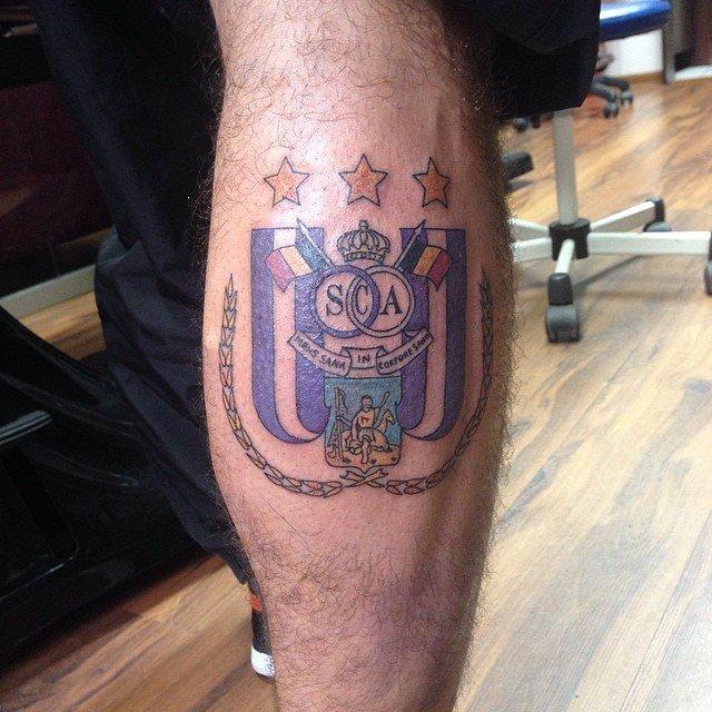 Wytatuowanie sobie herbu klubu na ciele to odważny, ale jednocześnie dość ryzykowny ruch. Zwłaszcza, gdy zdąży się zmienić zespół. Marcin Wasilewski, który wytatuował sobie herb Anderlechtu, nie ma z tego powodu problemów w Leicester.