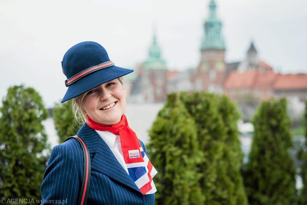 Pokaz historycznych strojów stewardess British Airways , Krakow