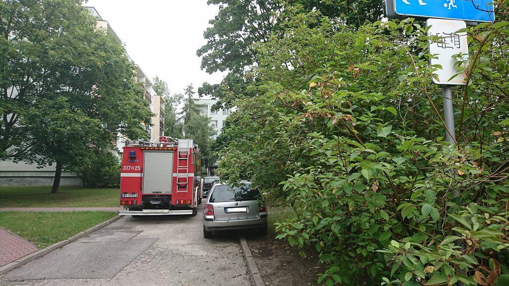 Samochody blokujące drogi pożarowe na Ursynowie